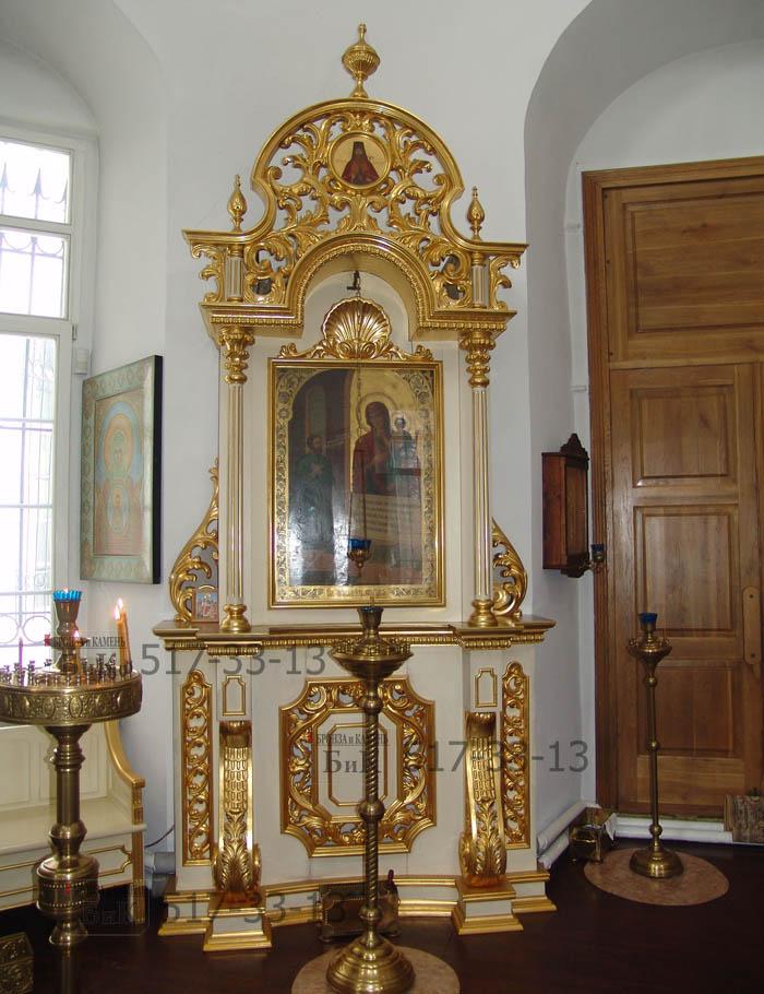 Декор для баляси ограждения солеи взят из убранства церкви.