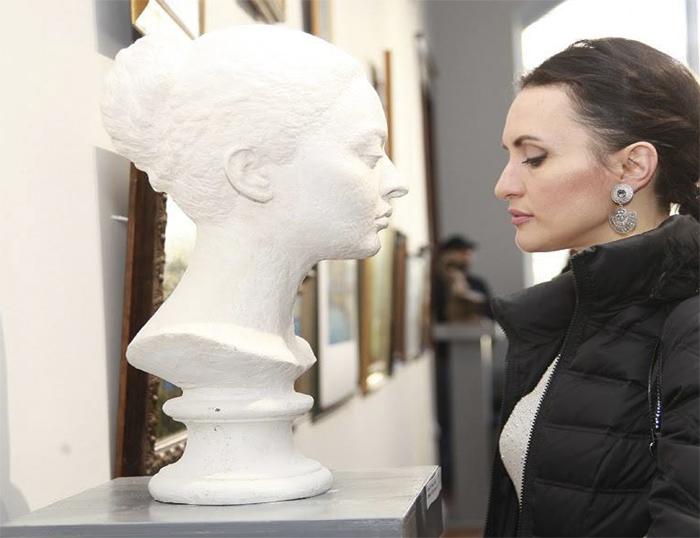 Портретный бюст. Скульптор Виталий Джения.