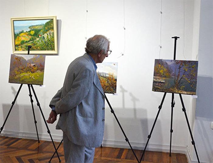 Представлены работы молодых абхазских художников.