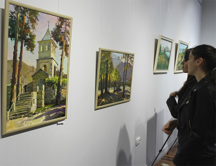 Выставки повышают духовную культуру.