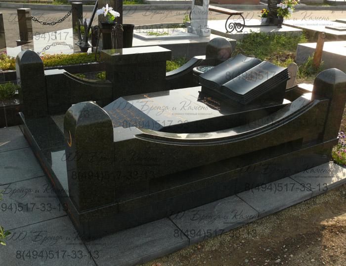 Мусульманское надгробие из Масловского гранита.