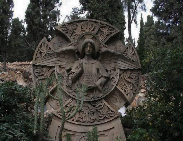 Прототип памятника с крестом.