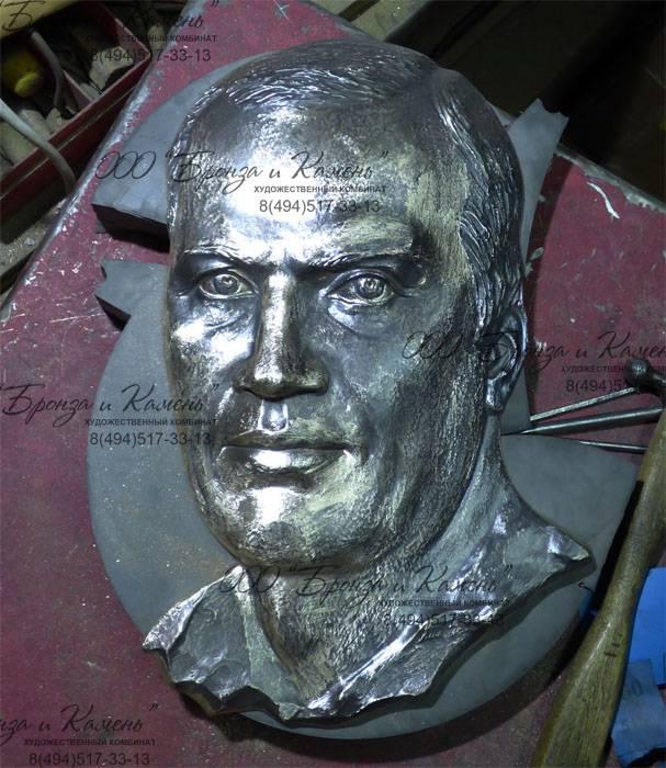 Обработка бронзового барельефа